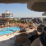 Blick zum Pool vom Zimmer 360