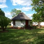 Cheetah Inn thatched roof hut (double bed room with ensuite)