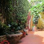 Le patio, côté chambres