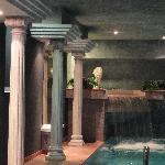 Indoor-Pool mit direktem Zugang zum Garten