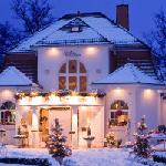 Die Villa Contessa im Winter - Ansicht von der Seestraße