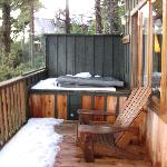 Jacuzzi tub on patio single cabin 56