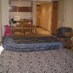 Visão geral do quarto com 1 Cama de casal + 1 cama de solteiro
