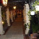 Hotel Eingang bei Nacht