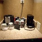 Coffee Pot, Ice Bucket, Water Glasses - Regular Room