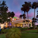 The Holiday Inn Express Airport Doral Area