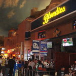 Blondies Sports Bar & Grill Foto