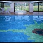 室内温水プールはジャグジー、サウナ併設