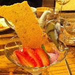 フランスのあるレストランのデザートスプーンを真似たそうです♪とってもオシャレ