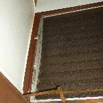 Unité 2221: moustiquaire défoncé et cadrage rouillé