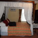 Four poster bed in room 6