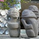 Des Tikis en pierre