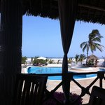 Twiga-vista-piscina-da-sala-pranzo