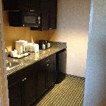 Kitchenette of King 2-room Suite