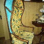 Bonnet Chair (antique)