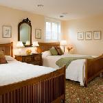Room 102 - Cabbage Rose Afshar