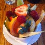 Fresh fruit bowl - $6
