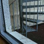 Le super escalier de métal à 70 cm de ma fenêtre