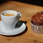 Coffee & Cupcake - perfect combo.