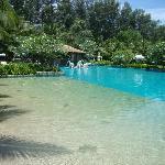 На территории отеля (бассейн)