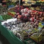 Frisches Obst und Gemüse wohin das Auge schaut