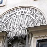 particolare di bassorilievo sulla facciata