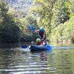 Cano-varen op stil water