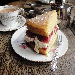 Scrummy cake and tea!