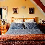 Upstairs queen bedroom - Kamahi Cottage