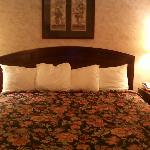King size bed (very nice)