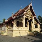 徒歩圏内にいくつかの寺があり朝の散策が楽しい