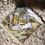 particolare raffigurante la leggenda del vaccaro vicino alla fonte