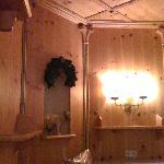De superbes boiseries aux murs et plafonds
