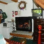 Austing Haus - cozy room with fireplace