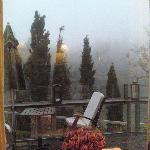Vista do deck do café da manhã num dia chuvoso
