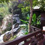 น้ำตกติดห้องพัก (Waterfall view)
