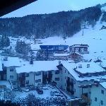Un altra veduta dal terrazzino della camera vista partenza impianti,vicino ad una nevicata!!!