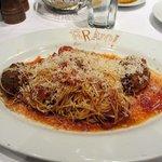 Spaghettini & Meatballs En Sugo