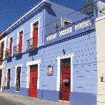 Hotel Medio Mundo from street