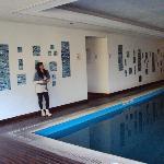 33-Salta-Hotel Alejandro I Internacional: área de acceso a gabinetes desde la piscina