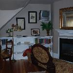 Craig-Toms Suite library & fireplace