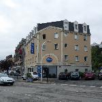 L'hotel e posteggio (a pagamento)