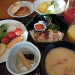 朝食バイキングは和食、洋食とも無難(写真はお正月バージョン)