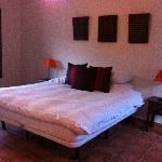 Almendra room