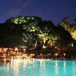 Cinnamon Grand Colombo | Poolside Breeze Bar
