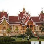 Temples @ PhaThat Luang supra