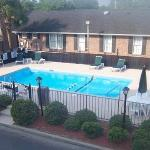 Photo de Crossroads Inn & Suites