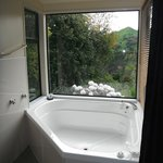 Bathtub, River Retreat main room