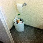 Tiny trash bin