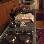 Vista della cucina (con bollitore prodigioso)